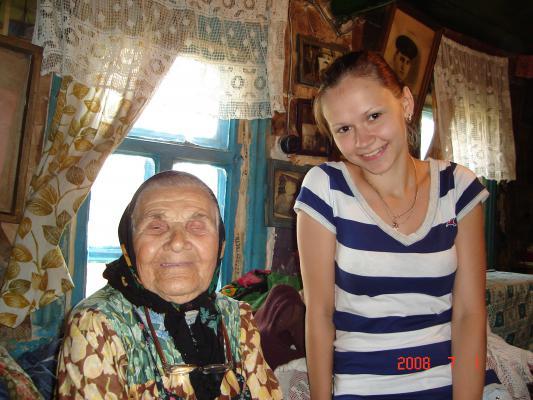 Бабушка, жительница х. Сенной и Юля, студентка