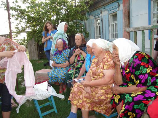 Бабушка вынесла наряд её бабушки: традиционный костюм цуканочки.