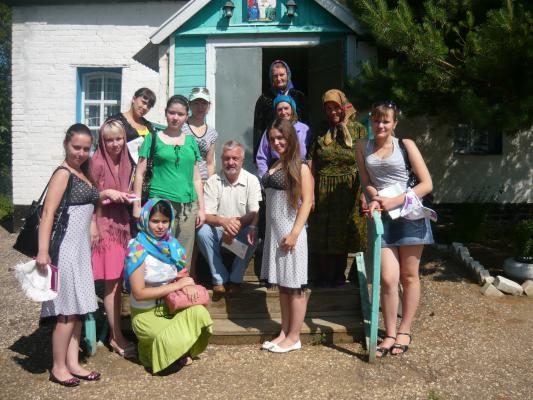 У церкви в Перещепном