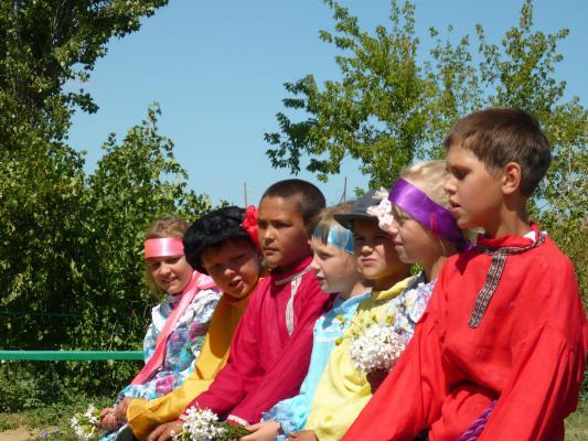 Детский фольклорный ансамбль в Перещепном